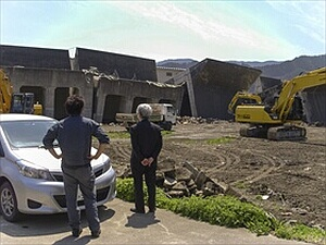 津波で崩壊した防波堤